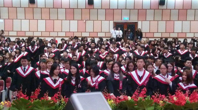恭喜畢業!祝福邁向人生新階段的畢業生鵬程萬里 一帆風順