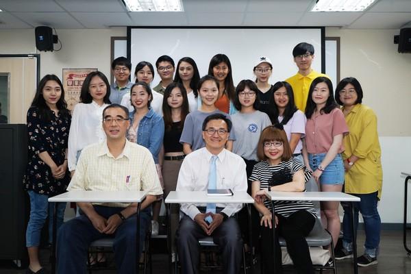 【轉ETtoday新聞雲】世新新聞系學生秀「CNN資料庫運用成果」!5大議題包辦國際到台灣